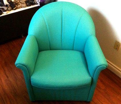 Mi hermana tiene un juego de muebles para el salón que tiene una estructura magnífica, pero los años de uso y abuso han deteriorado la tela que los cubre. La primera idea fue retapizarlos, pero es …