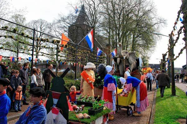 Koningsdag in Garderen - NieuwsbladDeBand.nl#.U5muo8uKCUk
