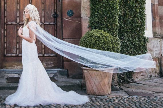 Braut Cape Schleier Hochzeit Kap Diamante von Mademoisellejacqui