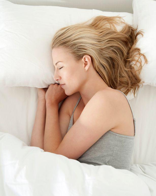 Dicas de como dormir melhor Tem dor nos ombros? Dor de cabeça? Refluxos? Mudar a posição em...