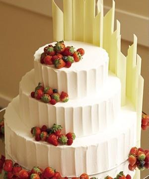 苺のウェディングケーキ