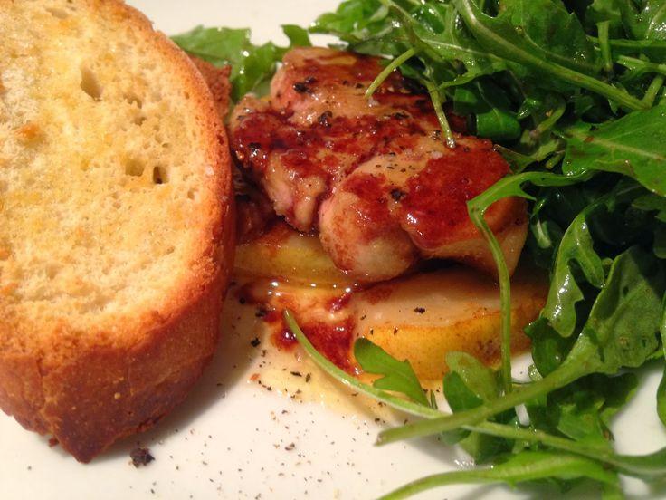À porc egal: Foie gras de canard poêlé sur lit de poires