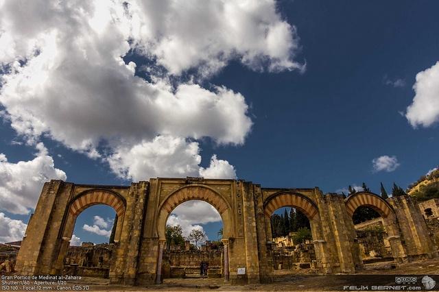 Gran Portico de Medinat al-Zahara by felixbernet, http://luzdomada.com/2012/04/detalles-de-medinat-al-zahara/