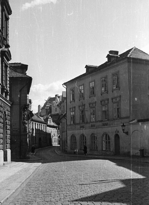 """Praha Neznámá on Twitter: """"Míšeňská ulice a Dražického náměstí v roce 1960. Foto: FORTEPAN / NAGY GYULA https://t.co/NtO0F2oldR"""""""