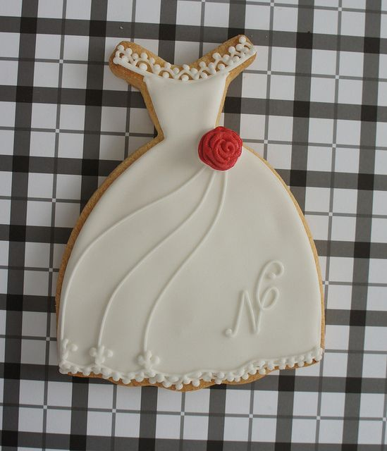 Awesome biscuits! Be good for wedding favours to leave on the table