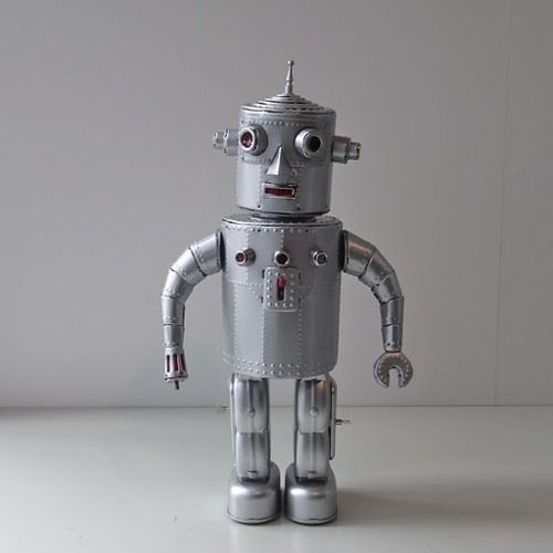 Hand made Nobuo Yamashita Tin Art Robot, by Osaka Tin Toy Institute.  Walks, light up eyes.  Silver tin plate.: Tin Toys, Robots, Osaka Tin, Yamashita Tin, Toy Institute, Art News, Hand Made, Light