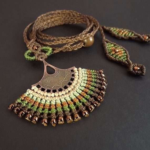 Macrame collar Fan Boho collar collar marrón por neferknots en Etsy