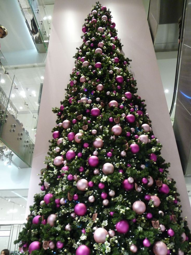 sapin artificiel decore sapin de no l rose et fushia christmas tree pinterest