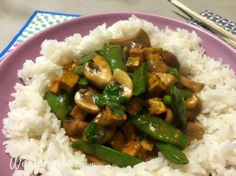 Nieuw recept: Thaise Champignons met rijst: Thaise keuken is lekker pittig, maar ook fris en licht. Stiekem is het mijn favoriete keuken omdat het ontzettend veel frisse smaken bevat. In dit #recept maken we gebruik van heerlijk champignons en sugarsnaps. Lekker met rijst, maar je kunt ook noedels gebruiken (al dan niet van rijst). http://wessalicious.com/thaise-champignons-met-rijst/