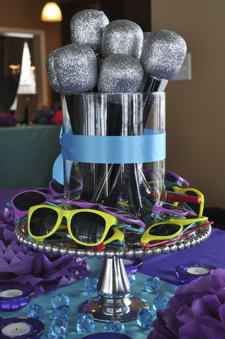 Microphones and sunglass crafts doubled as the centerpiece