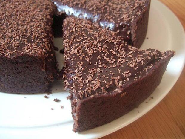 Velice jednoduchý čokoládový Nutella dort, na který potřebujeme pár ingrediencí