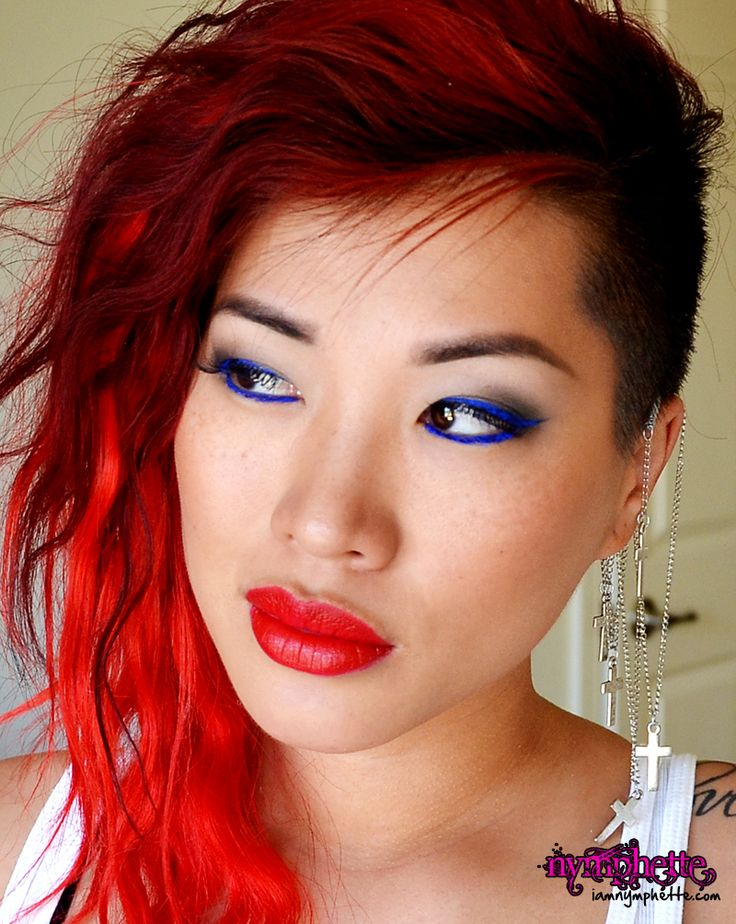 glamour doll eyes mingles undercover bright blue eyeliner. Black Bedroom Furniture Sets. Home Design Ideas