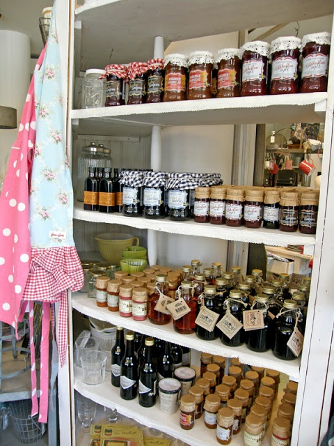 Country cottage pantry  ♥  L a n t l i f
