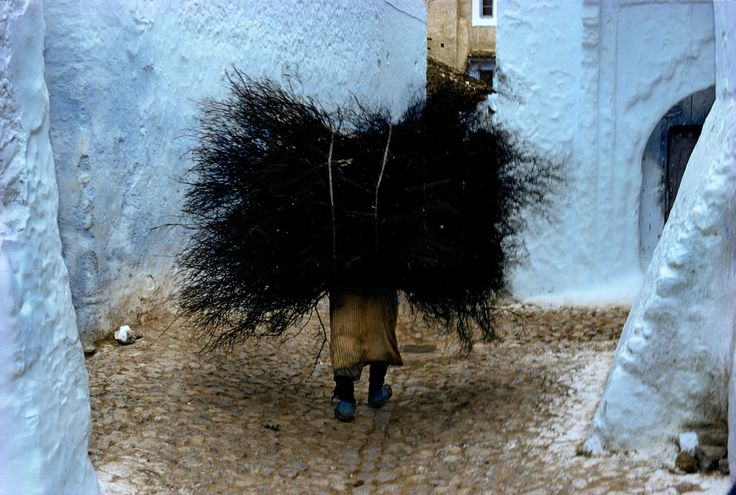 Harry Gruyaert MOROCCO. Rif Mountains. Chefchaouen. Street life. Walls are often painted in blue and white. 1975.