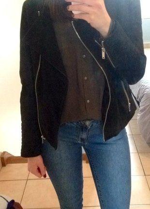 À vendre sur #vintedfrance ! http://www.vinted.fr/mode-femmes/autres-manteaux-and-vestes/27917110-veste-en-daim-noir-etam