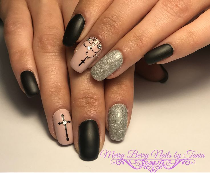 #halloween #halloweennails #halloweennailart #crossnails #glitternails #swarovskinails #blacknails #nailart #nails #naildesign