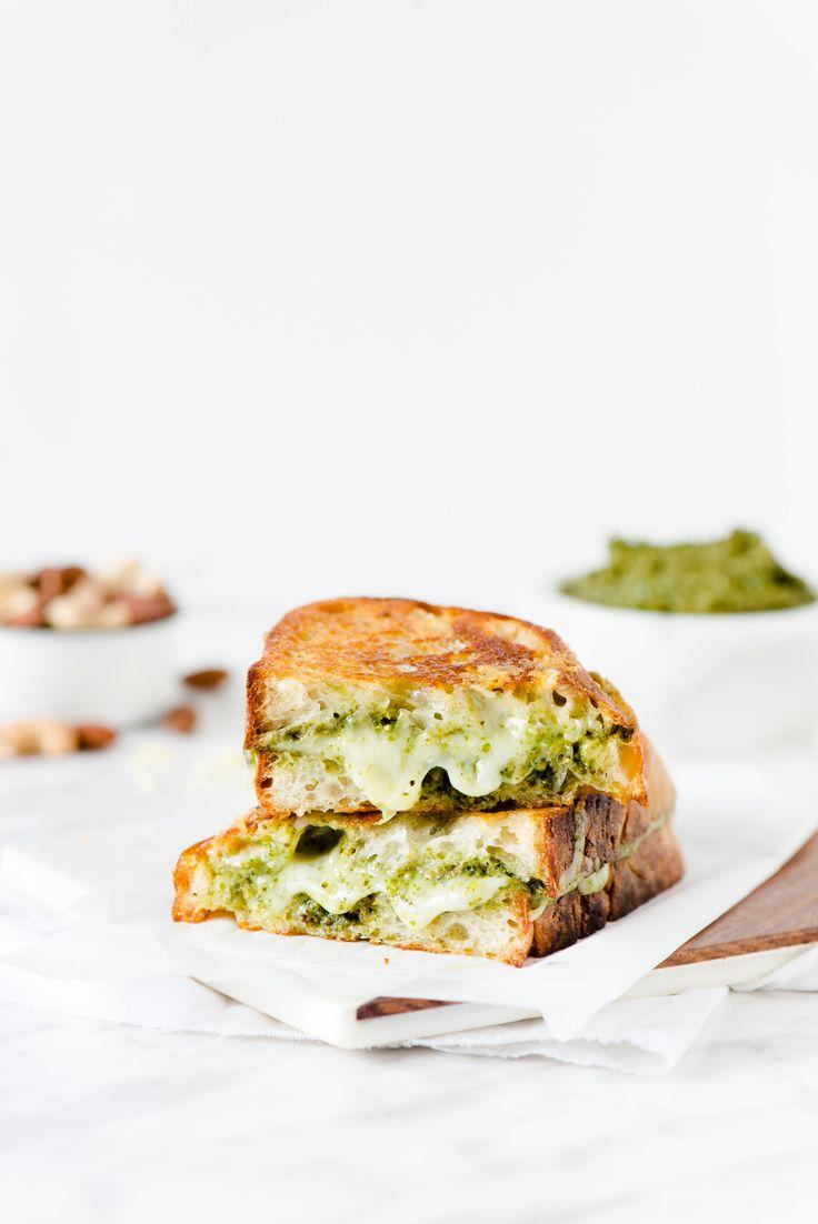 ... pesto & gouda grilled cheese sandwich ...