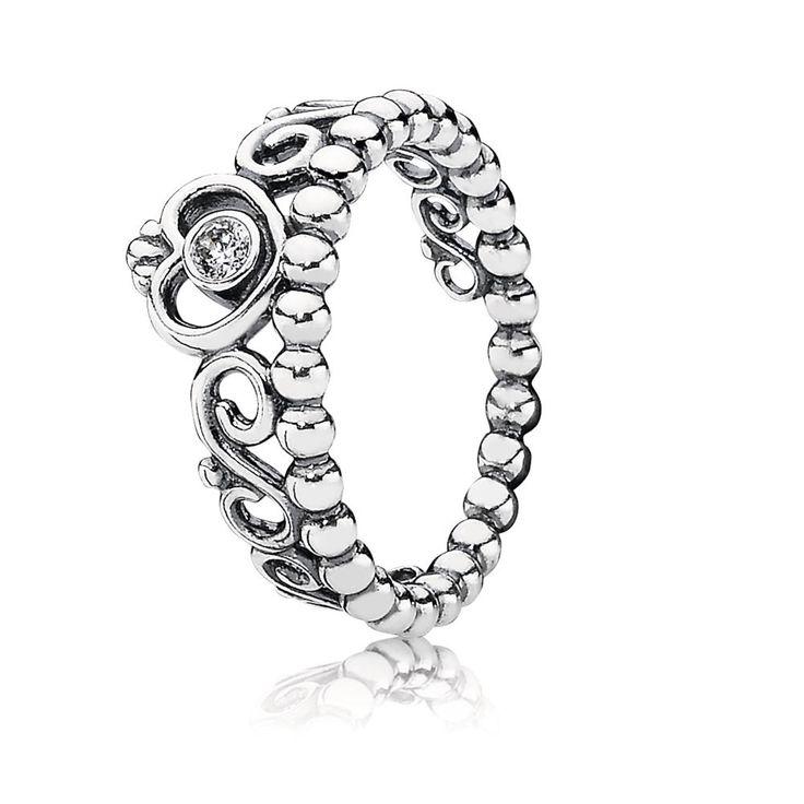 Elk meisje verdient het om als een prinsesje behandeld te worden! Deze ring van Sterling zilver met een tiara en zirkonia's geven je gelijk een koninklijk gevoel. Het perfecte cadeau voor alle bijzondere meisjes!