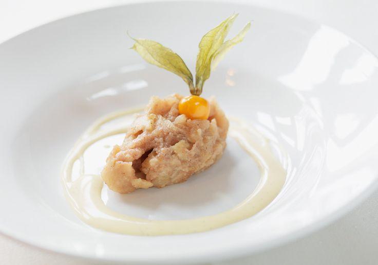 Skånemejerier | Skånsk äppelkaka med vaniljsås