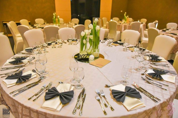 Wedding table James Bond theme White tulips