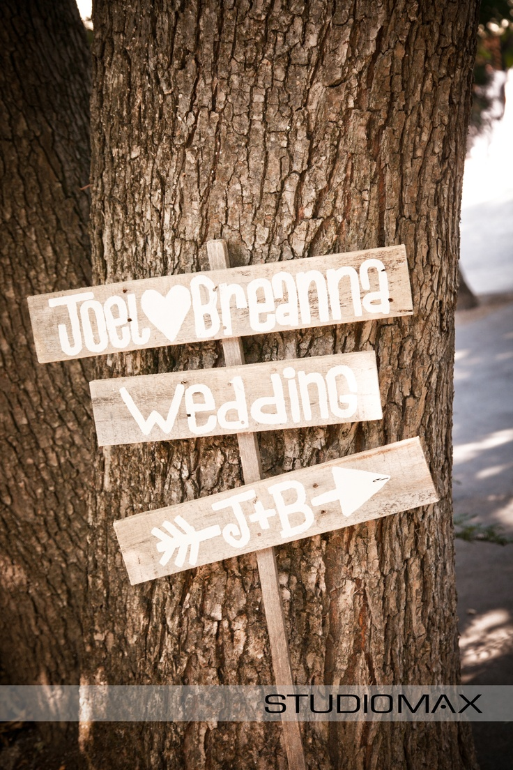 Wedding Ceremony Inspiration Gorgeous hand made wedding sign. Photography by Melbourne Wedding Photographer StudioMax