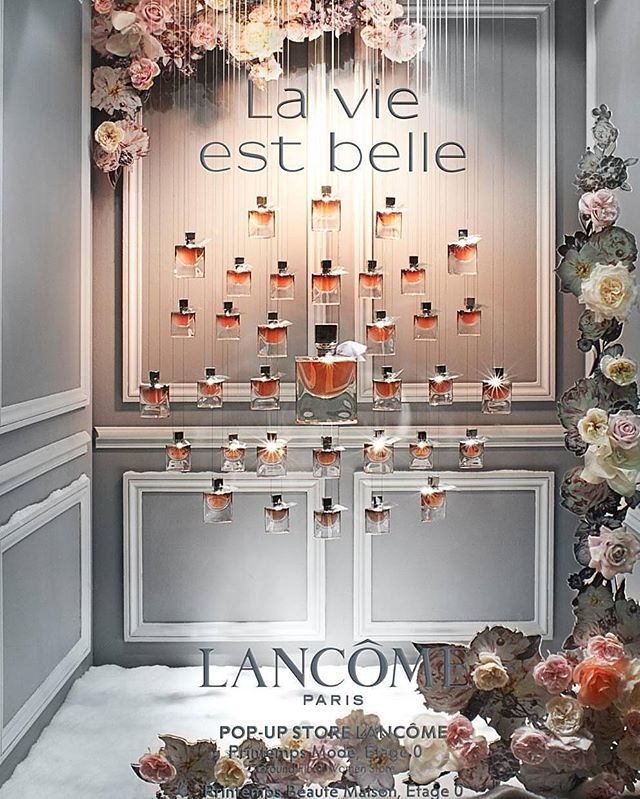 WEBSTA @ rentalmannequineurope - Lancome #windowdisplay #paperflower