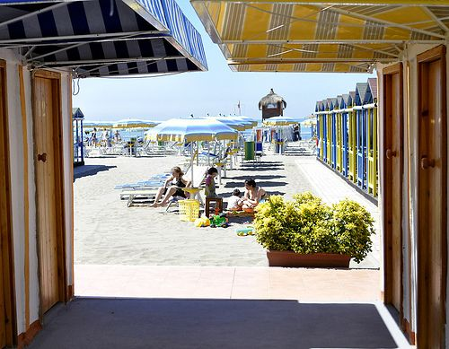 Change rooms and rental umbrellas, Lido Ostia |