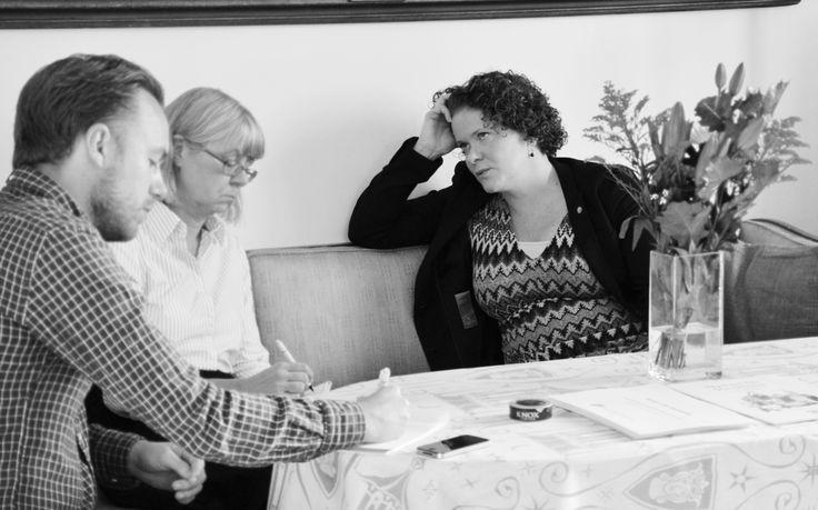 29 september 2013 presenterade oppositionsborgarråd Karin Wanngård (S) Socialdemokraternas budgetförslag: Nystart för Stockholm 2014. Här är hon i samtal med DN:s journalister.