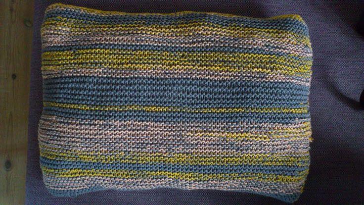 Pude strikket af bomuldsrester. To tråde. (januar)