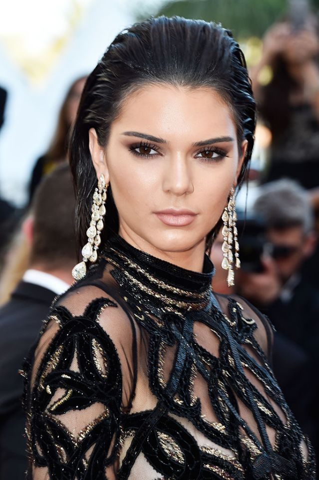 She paired this with a smokey eye and slicked back hair for her hair and makeup and topped off the look with diamond danglers from Chopard to frame her face. A definite winner on the red carpet!