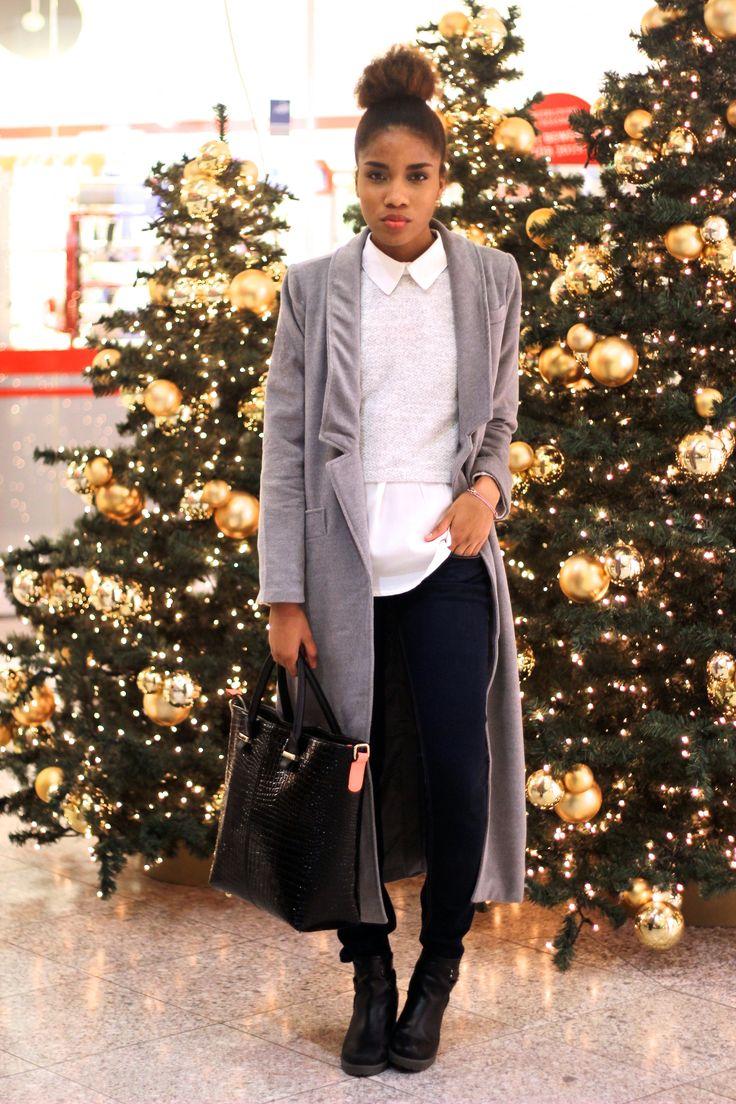 Last Minute Weihnachtsoutfit, fröhliche Weihnachten, Outfitideen für Weihnachten, Modeblog Berlin, Fashionbloggerin Deutschland, Weihnachtsbaum, grauer Mantel, grey coat, Modeblog Deutschland,