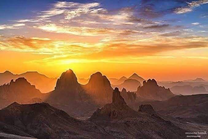 Visitalgeria On Instagram أجمل غروب شروق شمس في العالم الأسكرام بجبال الهقار في تمنراست هنا تغرب و Monument Valley Natural Landmarks Tourism