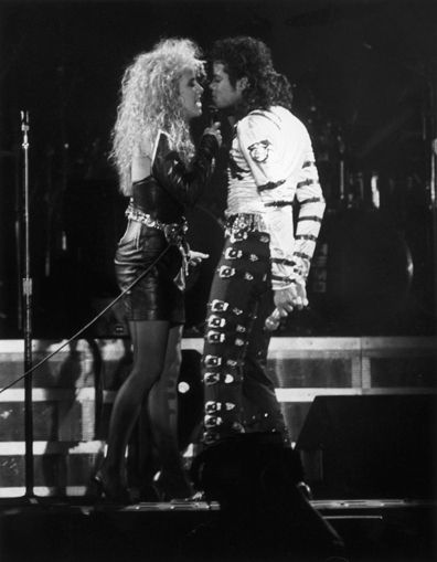 """Sheryl Crow & Michael Jackson singing """"I just can't stop loving you""""."""