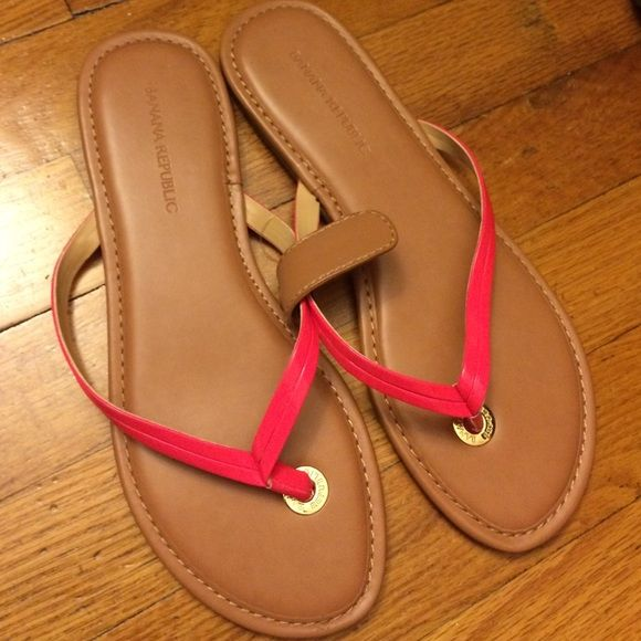 ⚡️SALE Auth Banana Republic Flip Flop Brand new never worn Banana Republic flip flop in bright pink and tan color. My feet have grown due my last pregnancy. Banana Republic Shoes