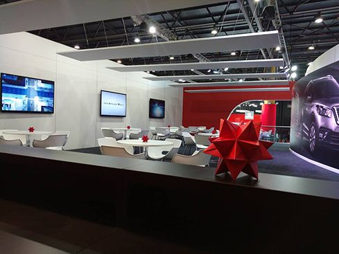 Diseño de stand para empresas automotrices – Nissan – RMB design solutions