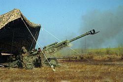 M777 howitzer.El M777 es un obús remolcado desarrollado por el grupo británico Vickers, y es producido por BAE Systems Land & Armaments en los EE.UU. Está en proceso de sustitución del obús M198 en el cuerpo de marines y el ejército de Estados Unidos.
