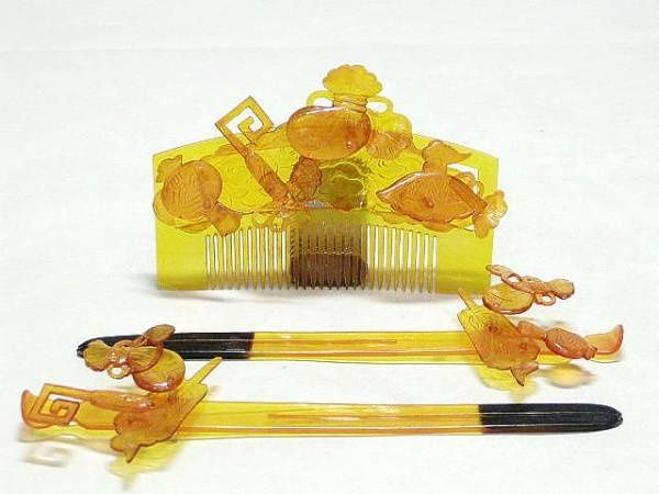 Tortoise hair comb and sticks from Japan. (collection Miriam Slater)