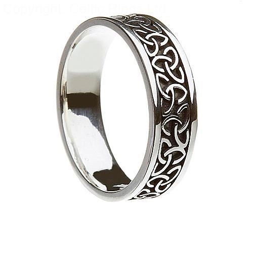 The Aislinn silver Celtic band is equally suitable for a man as a woman. This is a solid ring with the evocative Trinity knot showing clearly against the black background. The Trinity knot is said to represent three Celtic goddesses or the Holy Trinity. The name Aislinn means a vision or a dream and this classic Celtic design is a popular favorite.  Width : 7.2mm  We Ship To