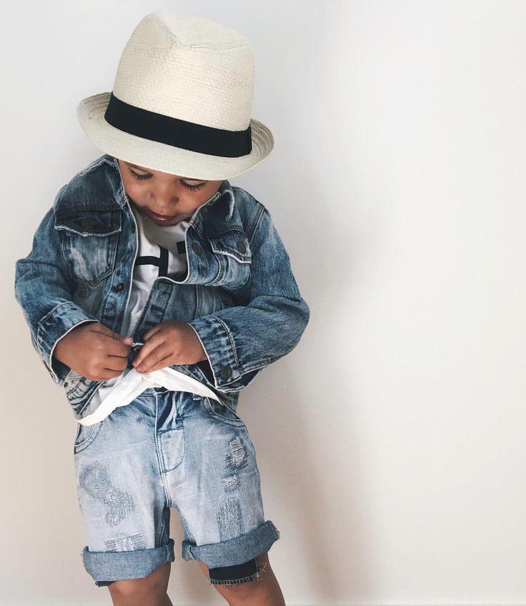 @mandalindstroms Efter en underbar dag på stranden drar vi på jeansjackan och njuter av en middag utomhus 💙 mandalindstroms #inspirationforpojkar #fashionforminis1 #VSCO #instadaily #kkidspo #babyboy #love #instadaily #kidsfashion #baby #minstil #justbaby #bebis #bebis2015 #vimedbarn #gravid #inspirationforbarn #instababy #babyshop