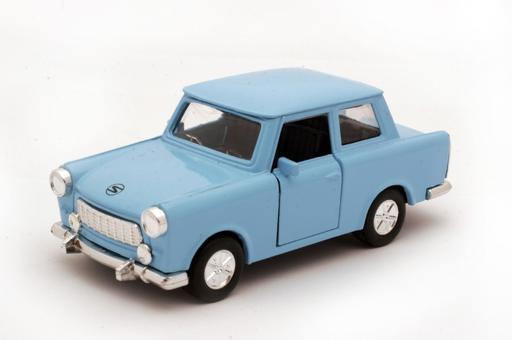 Blue Trabant model in INSTITU