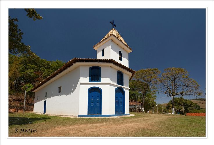 Rosario Church - Piedade do Paraopeba, Minas Gerais The District Piedade do Paraopeba is located south of Belo Horizonte, at the foot of the historic Serra da Moeda