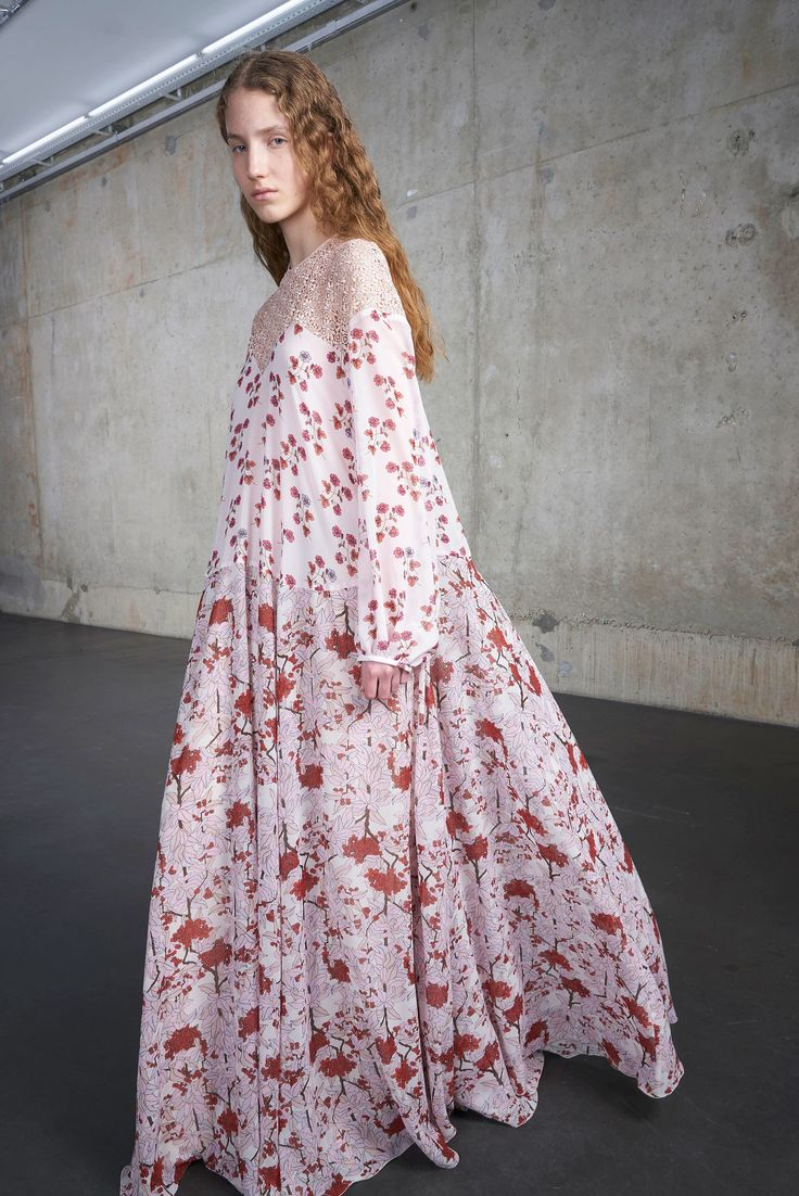 The complete Giamba Pre-Fall 2018 fashion show now on Vogue Runway.