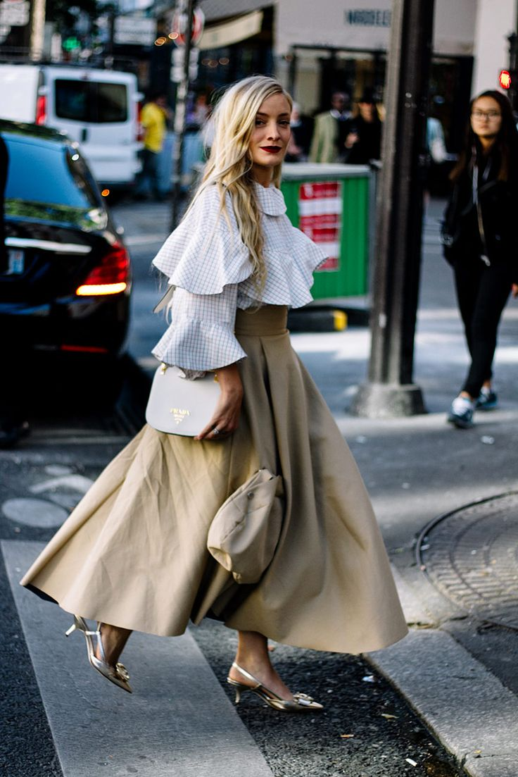 Street Style : waterfall waves of ruffle top paired with full circle midi skirt || Saved by Gabby Fincham ||