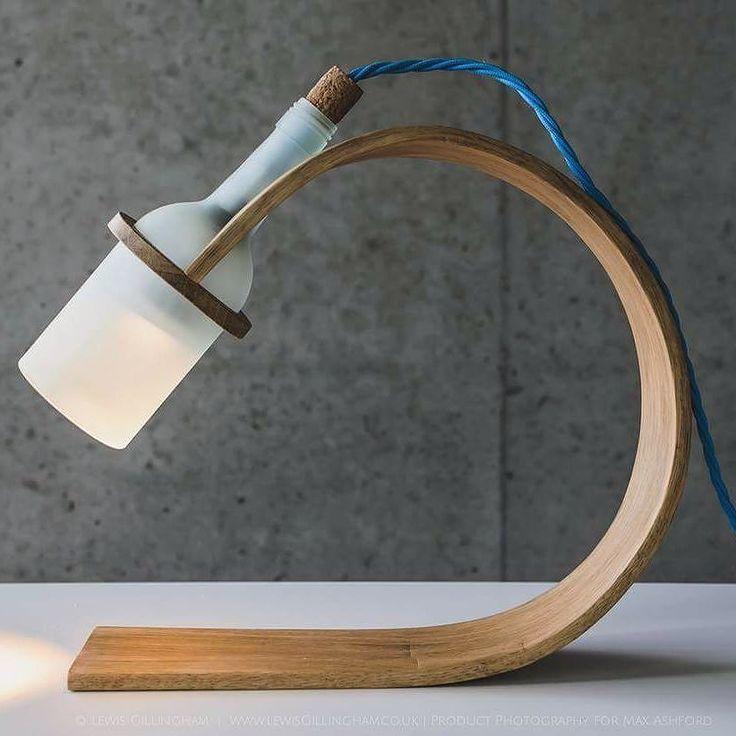 Misschien kan deze bureaulamp je helpen bij het ontwerpen van jouw design. Britse student Max Ashford maakte de lamp uit een oude wijnfles kurk en resten hout.  Geïnspireerd? Doe dan mee via de link in de bio en wordt ontwerper van #hetproductdatdewereldverandert #design #ecodesign #sustainability #sustainabledesign Re-post by Hold With Hope