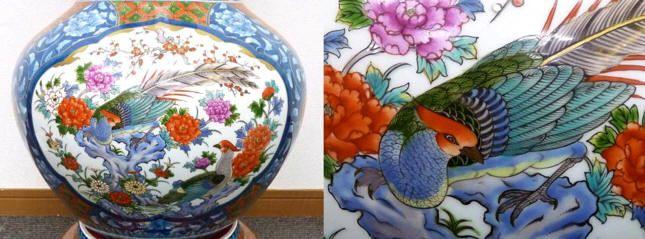 Японская старинная напольная ваза Арита. Японский интерьер. Японский антикварный фарфор и клуазоне: вазы, статуэтки, блюда. Японская фарфоровая фигурка молодой японки в синем кимоно.