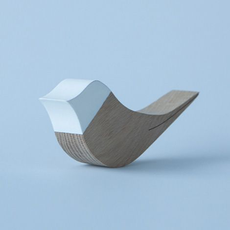 Tjirp is a bird-shaped wooden doorstop made of solid oak designed and handmade by Cas Moor.