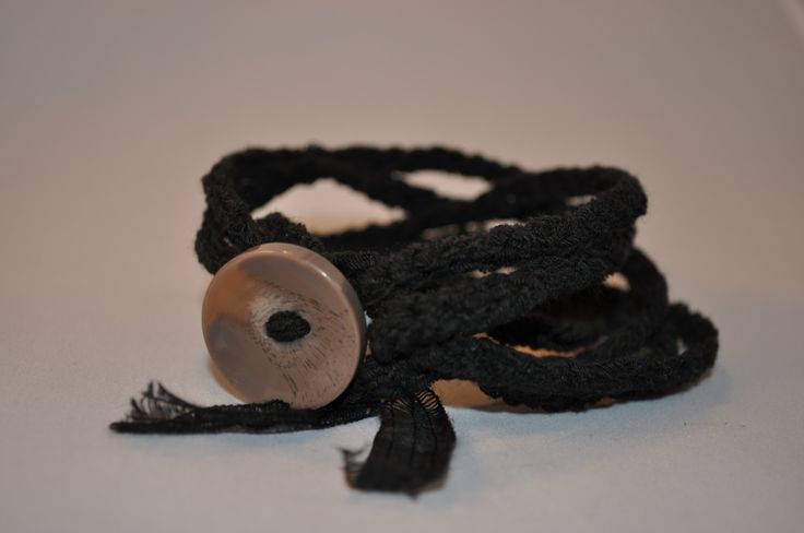 braccialetto MOMO color nero in cotone con bottone marrone : Braccialetti di love-affairs