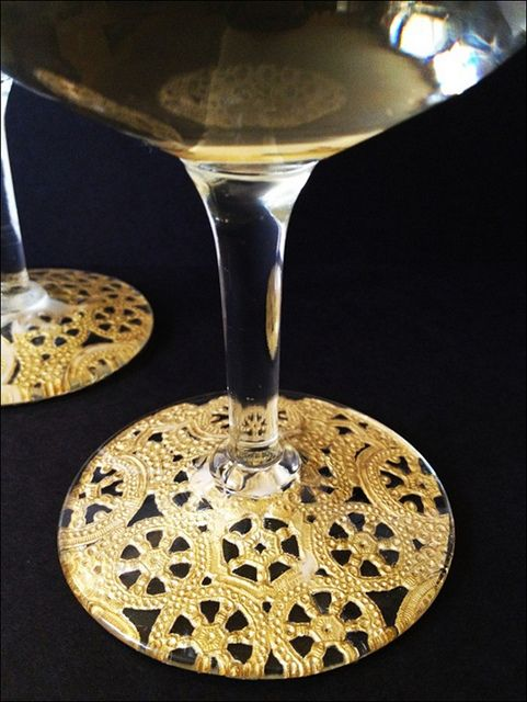 mod podge + doilies + glasses = AWESOMEGilded Lace, Doilies On Glass, Mod Podge Wine Glasses, Champagne Glasses, Paper Doilies, Gift Ideas, Modge Podge Coaster, Mod Podge Crafts Glass, Lace Champagne