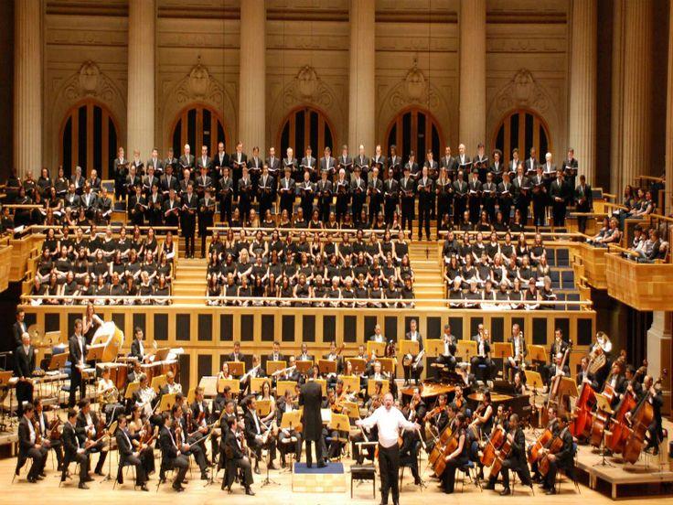 """O Coral da Cidade de São Paulo e a Orquestra Acadêmica de São Paulo apresentam um concerto no CEU Butantã. O recital, que traz no repertório a """"A Execução de Stepan Razin"""", e também a """"Sinfonia. n. 5"""", faz parte do programa """"Shostakovich""""."""
