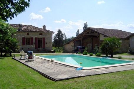 Marmande Gite Rentals in France | Luxury 3 Bedroom Gite with Private Pool in the Lot et Garonne region in Aquitaine #gite #france